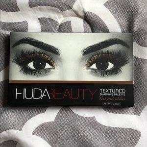 Huda Beauty- rose gold edition eye shadow palette